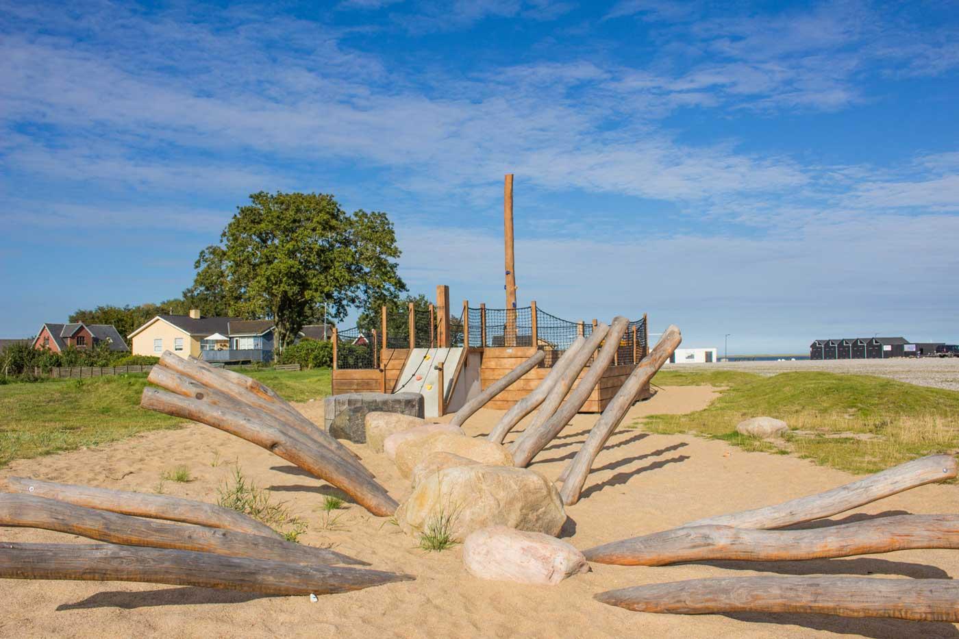 Flotte legearealer til børn med krudt i numsen ved Udbyhøj strand og havn