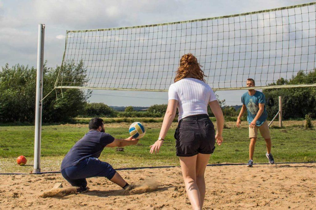 Man må nogle gange kaste sig i sandet for at vinde i beachvolley