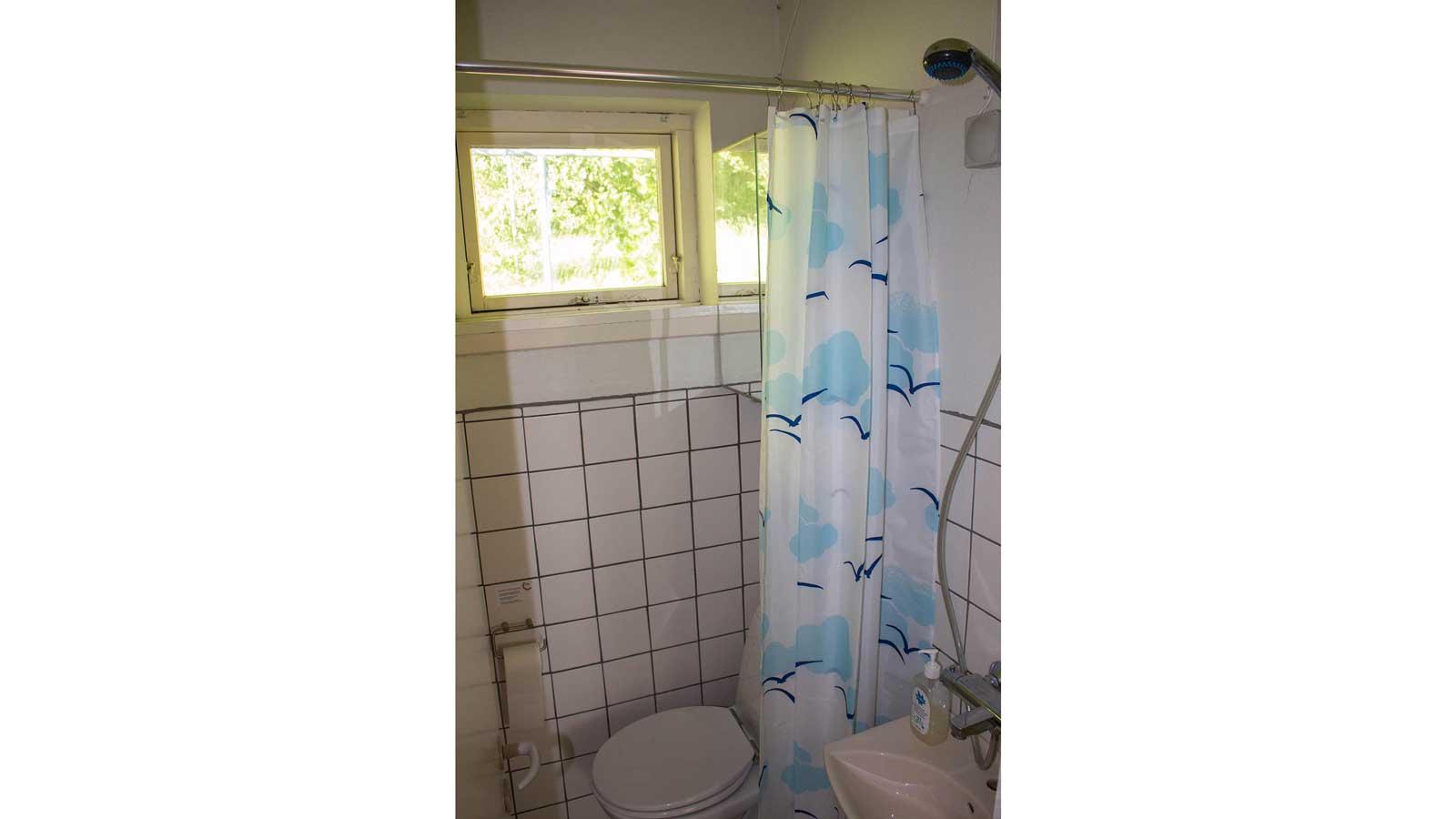 Badeværelset i stueetagen