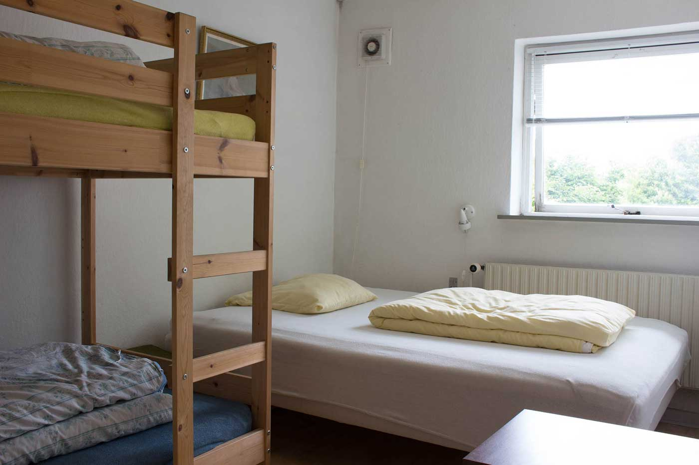 Det ene soveværelse med 3/4 seng og køjeseng